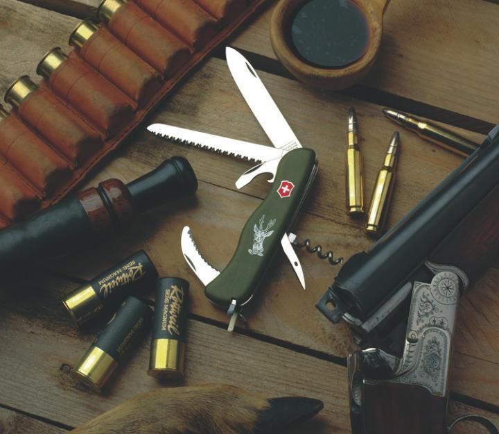 Victorinox švicarski žepni nož Hunter, olivno zelen (0.8873.4)