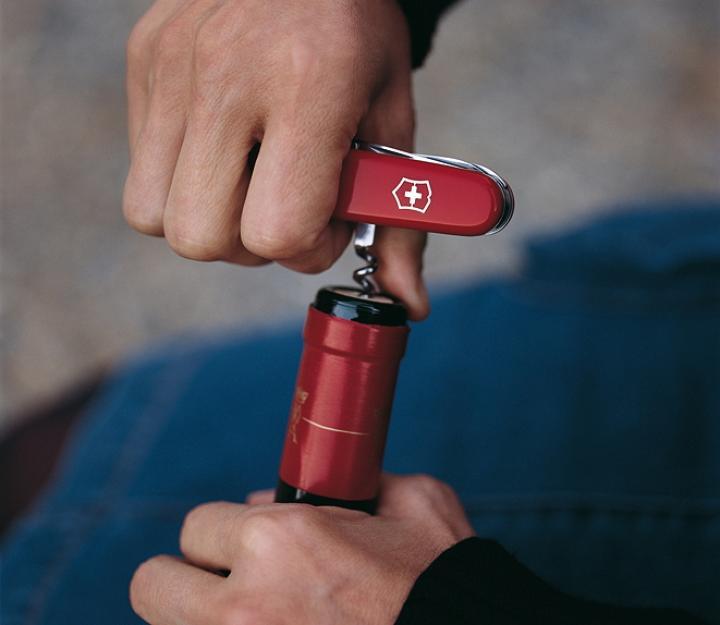 Victorinox švicarski žepni nož Huntsman, rdeč (1.3713)